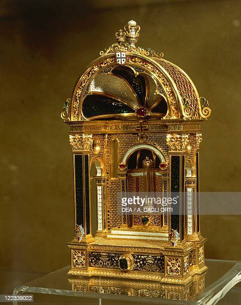 Goldsmith's art Portugal 16th century Reliquary in gold enamel rock crystal emeralds and rubies around 1520 From Madre de Deus Convent Lisbon