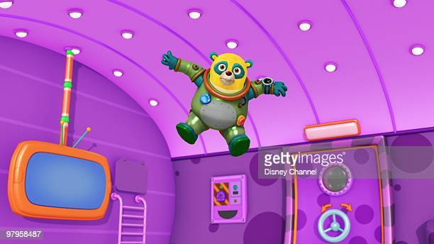 OSO 'Goldswinger' Special Agent Oso teaches Natalie how to swing on a swing set This episode of Playhouse Disney's 'Special Agent Oso' airs SATURDAY...