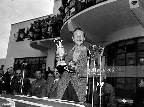 Golf 1961 British Open Golf Championship Royal BirkdaleThe 1961 Champion USAs Arnold Palmer with the Claret Jug July 1961