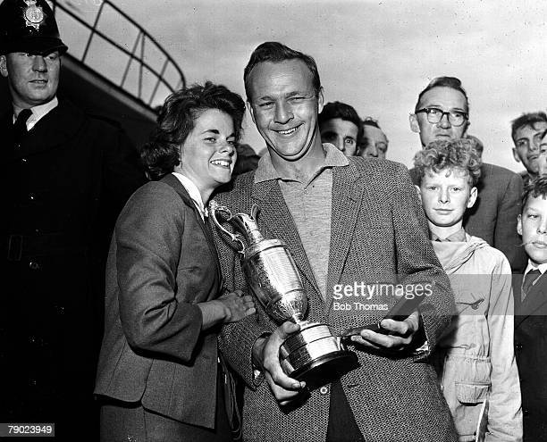 Golf 1961 British Open Golf Championship Royal BirkdaleThe 1961 Champion USAs Arnold Palmer with the Claret Jug as his wife Winnie joins him in the...