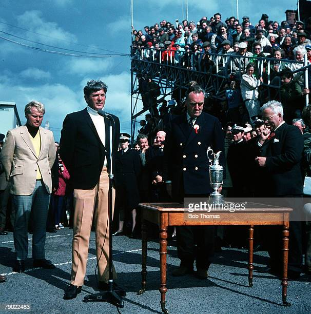 Golf 1970 British Open Golf Championship St Andrews USAs Doug Sanders makes a speech after losing to fellow countryman Jack Nicklaus in a playoff for...