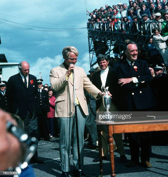 Golf 1970 British Open Golf Championship St Andrews USAs Jack Nicklaus makes his victory speech as runnerup Doug Sanders and William Whitelaw right...