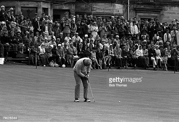 Golf 1970 British Open Golf Championship St Andrews USA's Jack Nicklaus makes the final putt on the 18th green to win the play off against Doug...