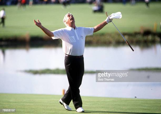 Golf, 1989 Ryder Cup, The Belfry, England, Europe v USA , Europe's Christy O' Connor celebrates on the final green after winning the match