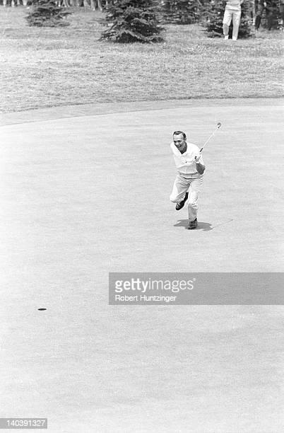 62nd US Open Arnold Palmer victorious after sinking putt at Oakmont CC Oakmont PA CREDIT Robert Huntzinger