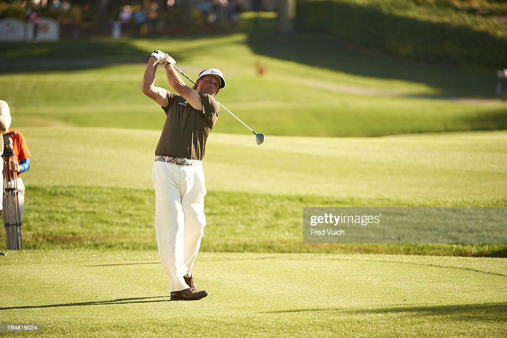 Phil Mickelson in action, driving during Thursday play at Bay Hill Club & Lodge. Fred Vuich F26 )