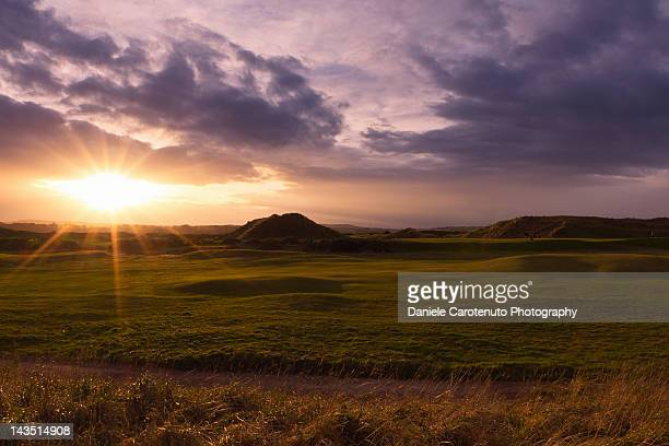 golf at sunset - daniele carotenuto stock-fotos und bilder