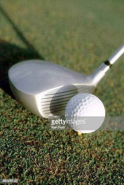 golf ball and club - ゴルフクラブ ドライバー ストックフォトと画像