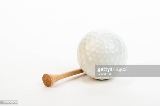 golf ball and tee - ゴルフのティー ストックフォトと画像