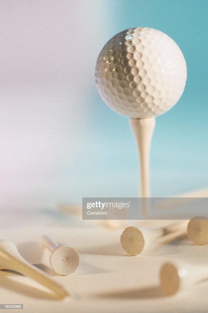 Golf ball and tees : Stockfoto