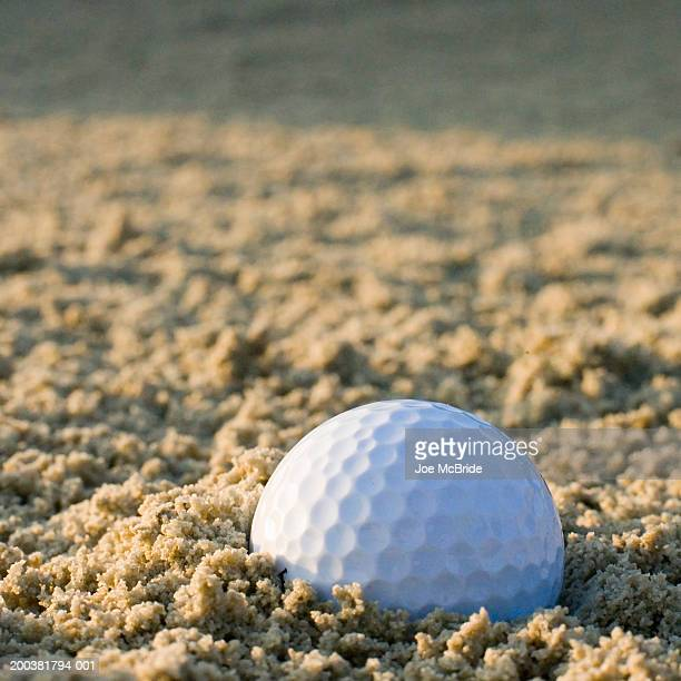 golf ball in sand trap - sand trap stock pictures, royalty-free photos & images