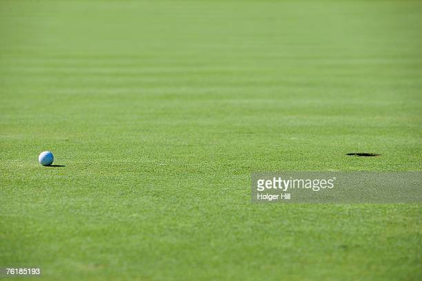 a golf ball on a putting green - putting stock pictures, royalty-free photos & images