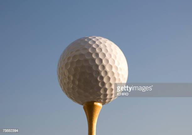golf ball on tee, close-up - ゴルフのティー ストックフォトと画像