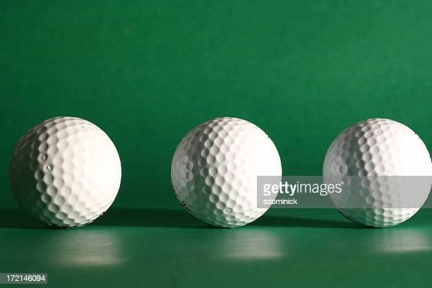 golf balls - drie dingen stockfoto's en -beelden