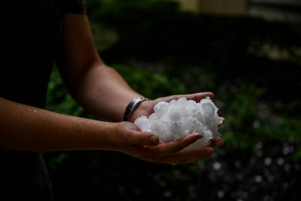 AUS: Storm Across South Eastern Australia Bring Hail In Canberra