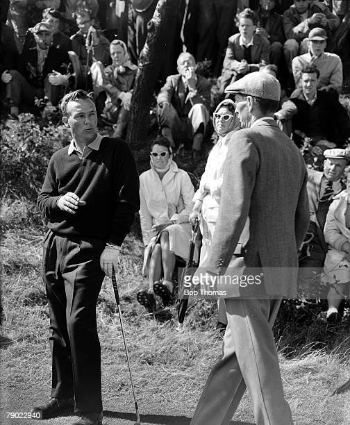 Golf British Open Golf Championships Royal Birkdale Southport USAs legendary golfer Arnold Palmer is pictured discussing a ruling with a course...