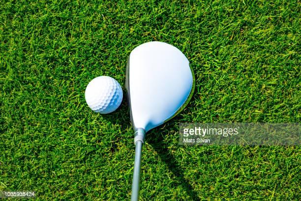 golf club fairway wood with golf ball - golfschwung stock-fotos und bilder