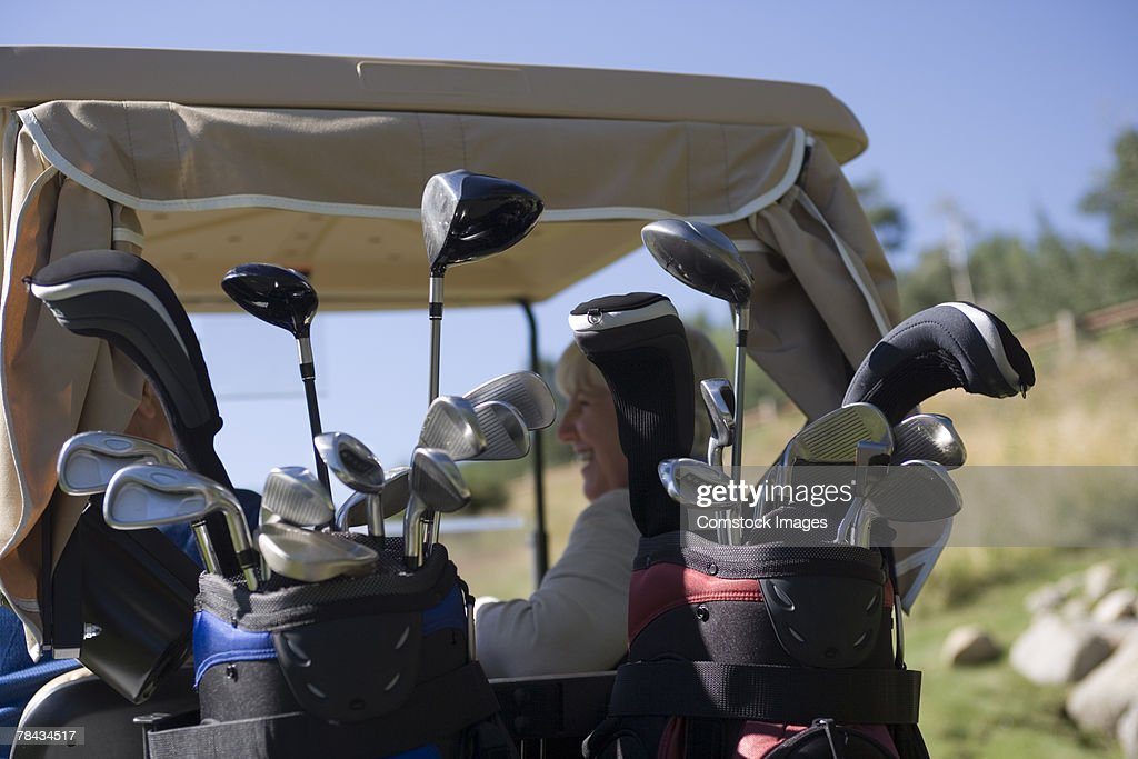 Golf clubs in golf cart : Stockfoto