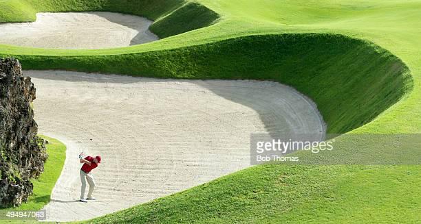 golf course view - バンカー ストックフォトと画像