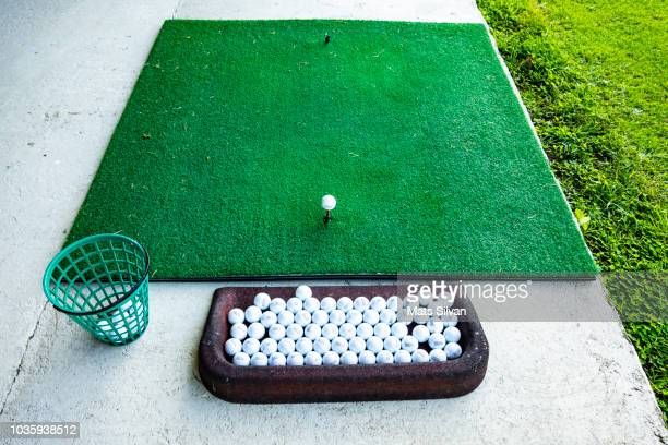 golf driving range - ゴルフ練習場 ストックフォトと画像