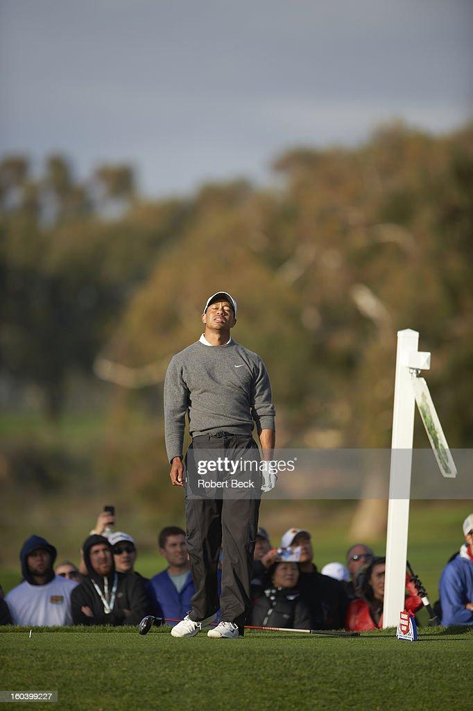 Tiger Woods upset during Sunday play at Torrey Pines GC. Robert Beck F32 )
