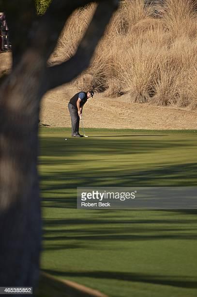 Humana Challange: Phil Mickelson in action, putt on Friday at La Quinta CC. La Quinta, CA 1/23/2015 CREDIT: Robert Beck