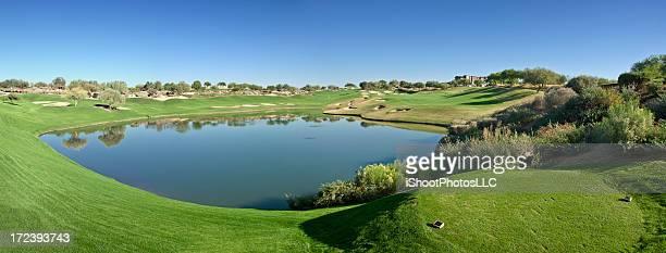 ゴルフコースのパノラマに広がる風景