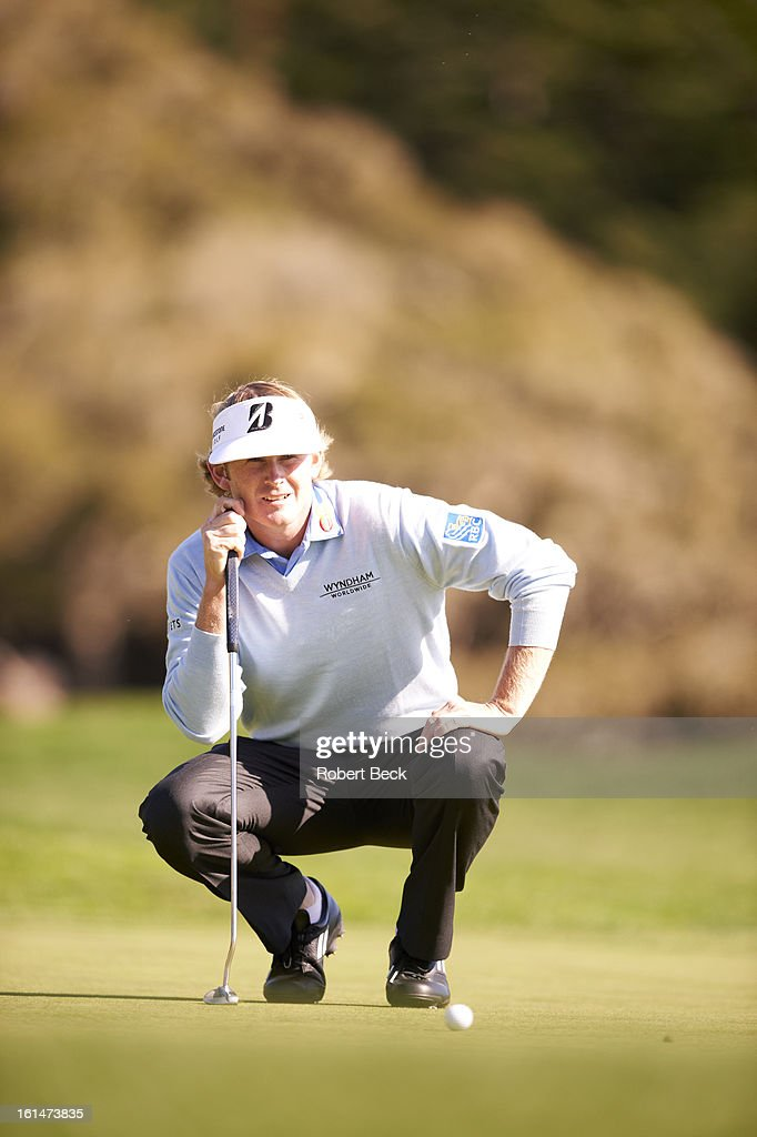 Brandt Snedeker reading the green during Sunday play at Pebble Beach Golf Links. Robert Beck F196 )