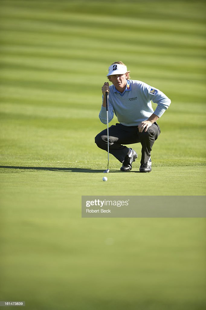 Brandt Snedeker reading the green during Sunday play at Pebble Beach Golf Links. Robert Beck F21 )