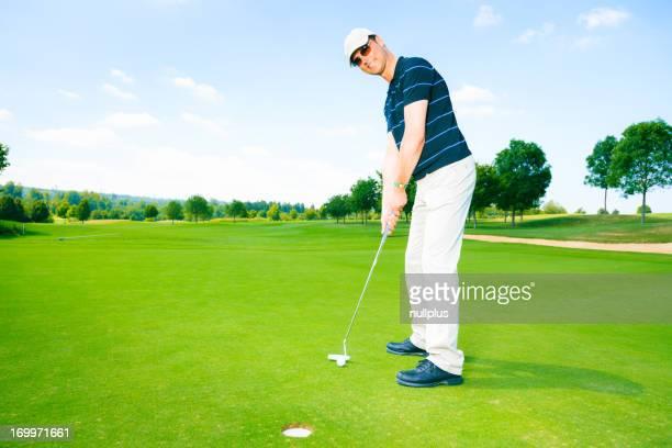 ゴルフ選手パッティング