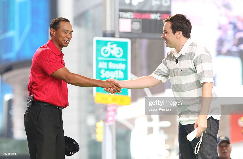 """Tiger Woods And Jimmy Fallon Promote """"Tiger Woods PGA TOUR 10"""" For Wii : News Photo"""