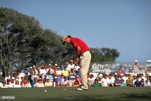 Corey Pavin in action, putt on Thursday at Kiawah Island Golf Resort. Johns Island, SC 9/26/1991 CREDIT: Jacqueline Duvoisin