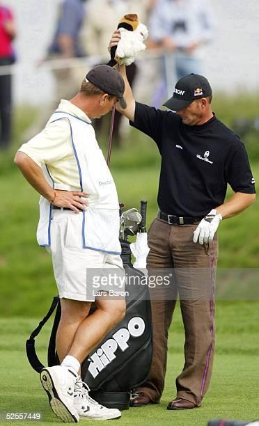 Golf SAP Open 2004 St Leon Roth Alexander CEJKA / GER mit seinem Caddy 210504