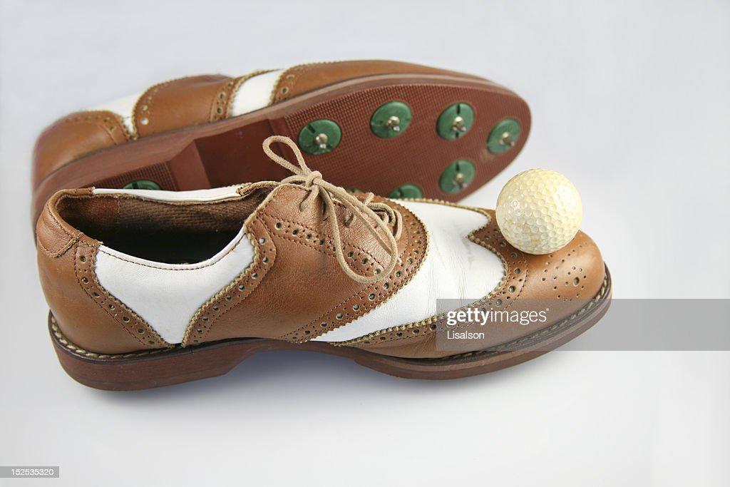 昔の靴の裏側は鉄の鋲が出ていました!