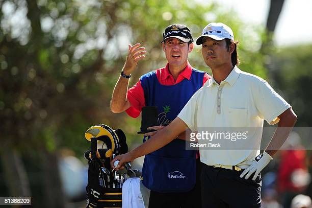 Golf Sony Open Kevin Na with caddie Don Donatello during Saturday play at Waialae CC Honolulu HI 1/11/2008