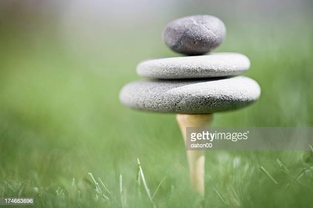 golf tee and zen stones - boeddhisme stockfoto's en -beelden