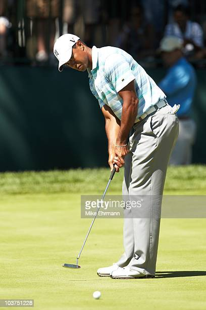 Tiger Woods in action, putt during Friday play at Ridgewood CC. FedEx Cup. Paramus, NJ 8/27/2010 CREDIT: Mike Ehrmann