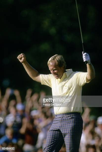 Golf The Masters Jack Nicklaus throws his hands up in the air after making a putt at the Masters on April 13 1986 at Augusta National in Augusta...