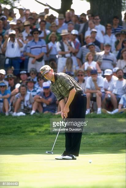 Golf US Open Lee Janzen in action putt on Thursday at Oakland Hills CC Bloomfield Hills MI 6/13/1996