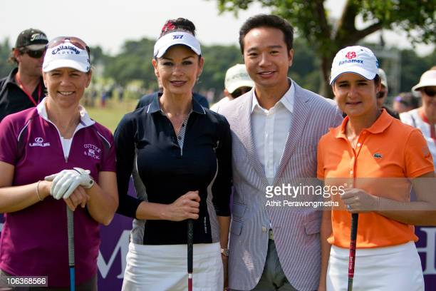 Golfer Annika Sorenstam of Sweden Oscarwinning actress Catherine ZetaJones Executive Director Mission Hills Tenniel Chu and former golf world number...