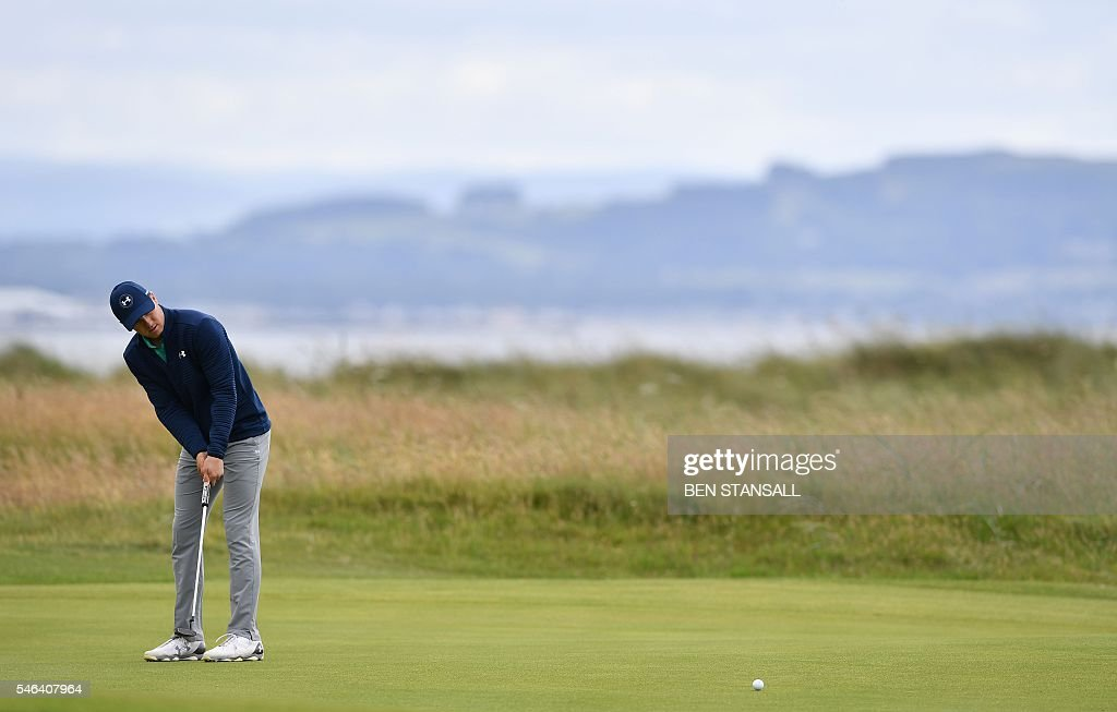 US golfer Jordan Spieth putts on the 2nd Green during practice on July 12, 2016, ahead of the 2016 British Open Golf Championship at Royal Troon in Scotland. The 2016 British Open begins on July 14, 2016. The British Open returns to Royal Troon on Scotland's west coast this week with Rory McIlroy back in the field having been unable to defend the Claret Jug a year ago due to injury. / AFP / Ben STANSALL / RESTRICTED