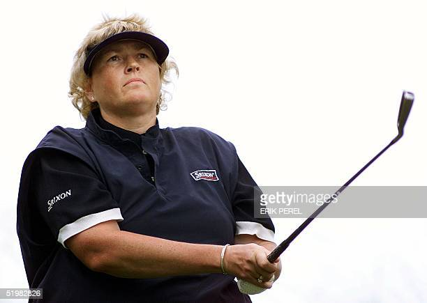 Golfer Laura Davies of England watches her tee shot on the 10th hole 1 June 2001 during the second round of the US Women's Open at the Pine Needles...