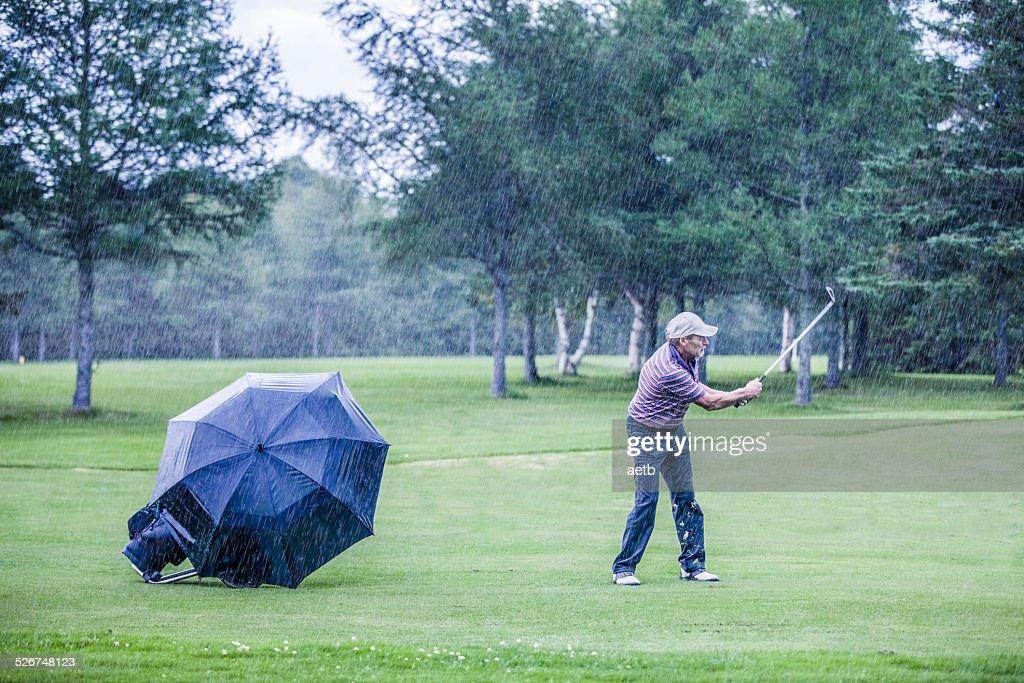 雨の日のゴルフは何が違うのか