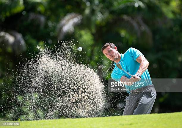 golfer playing out of a bunker - sandbunker stock-fotos und bilder