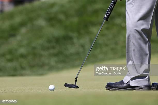 A golfer putting Photo Tim Clayton