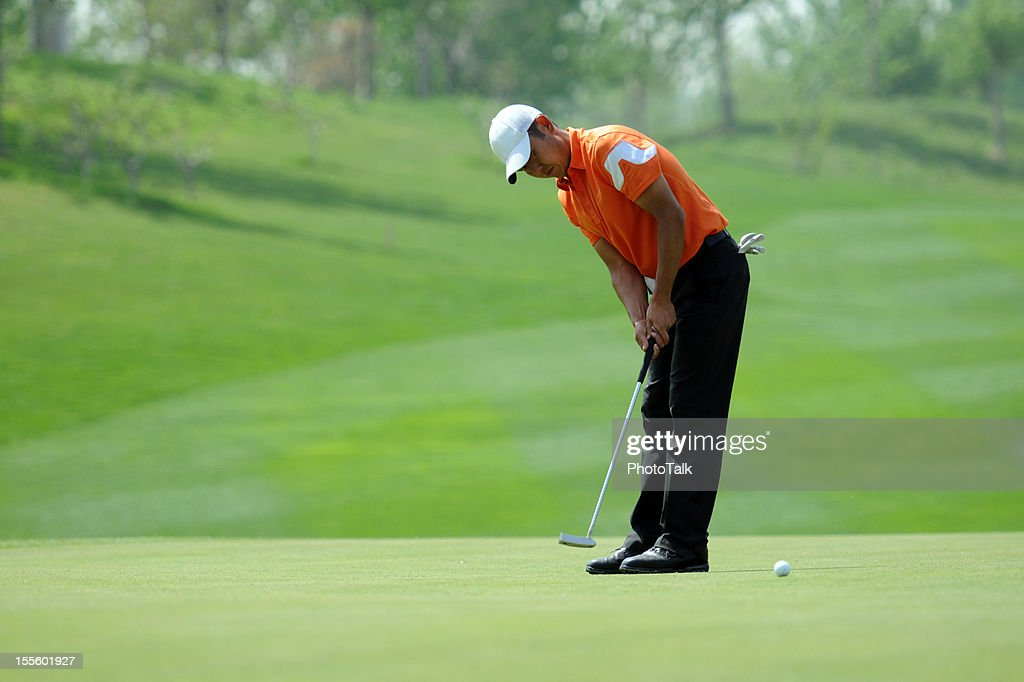Golfer Putting - XLarge : Stock Photo
