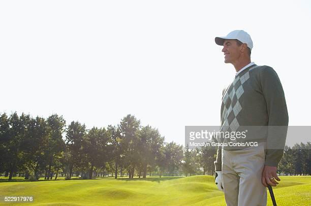 golfer standing on golf course - padrão de losangos - fotografias e filmes do acervo
