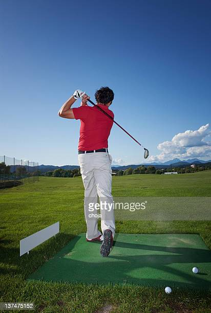 ゴルフのプレーには、ゴルフ練習場 - ゴルフ練習場 ストックフォトと画像