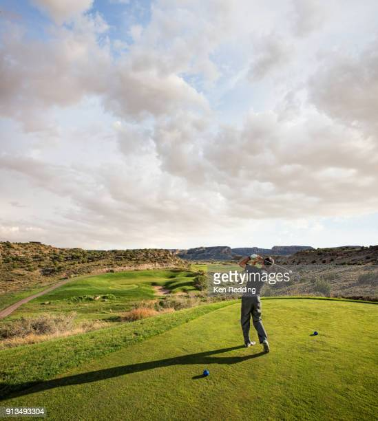 golfer teeing off - putting green stock pictures, royalty-free photos & images