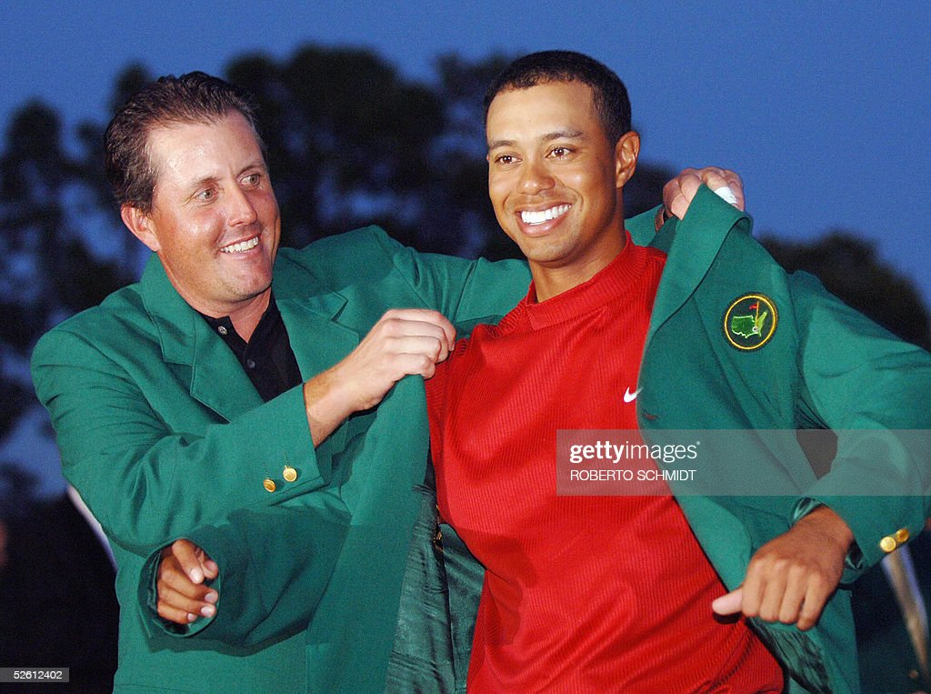 US golfer Tiger Woods (R) is awarded his : News Photo